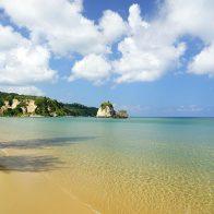 浦内川河口域近くのトゥドゥマリの浜(通称:月ヶ浜)/西表島