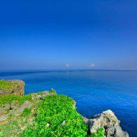 ウミガメが泳ぐ姿や、冬から春にかけてはクジラも見られる『犬田布岬』/徳之島
