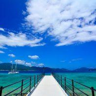 人気のビーチスポット『スリ浜』の桟橋/加計呂麻島