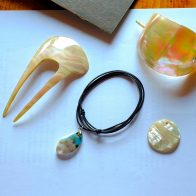 夜光貝で作った島の工芸でもある貝細工/徳之島