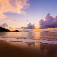 目の前に広がる空と海と太陽の神秘的な競演/大宜味村