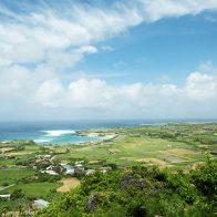 伏龍をイメージした石垣が続く『与論城跡』からは真正面に沖縄本島も見える/与論島